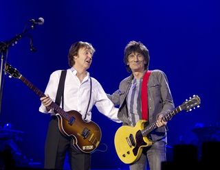 Music_paul_mccartney_ronnie_wood_1